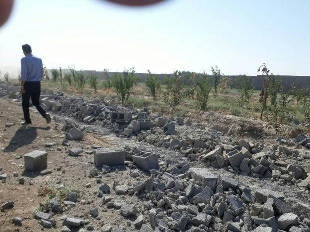 تخریب یک هکتار دیوارکشی غیرمجاز در احمدآباد مستوفی