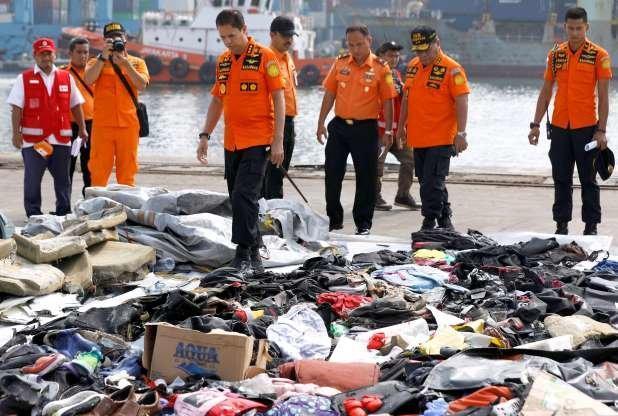 کشف بقایای اجساد قربانیانِ سانحه هواییِ اندونزی