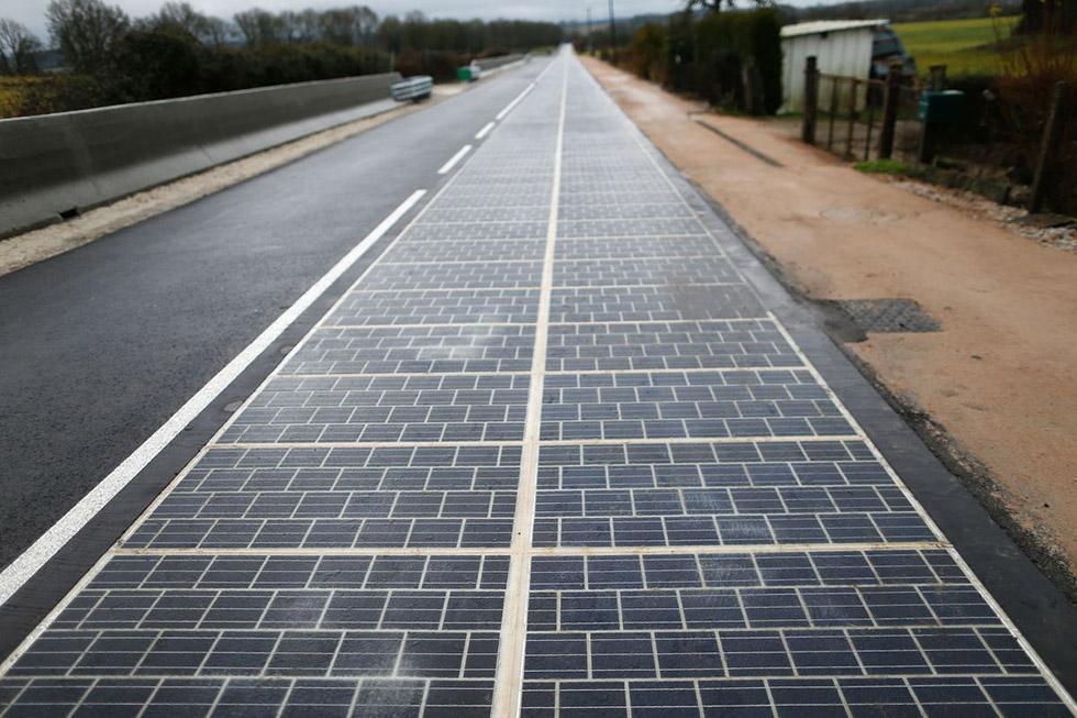 پنل خورشیدی از کف جاده ای در چین تنها 5 روز پس از نصب، دزدیده شد!
