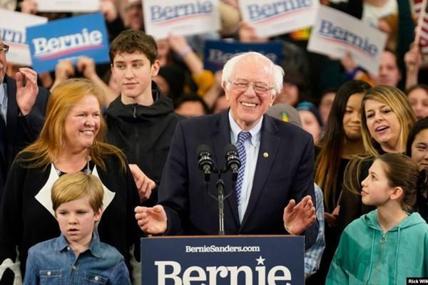 سندرز در صدر رقابت نامزد های دموکرات نهاده شد