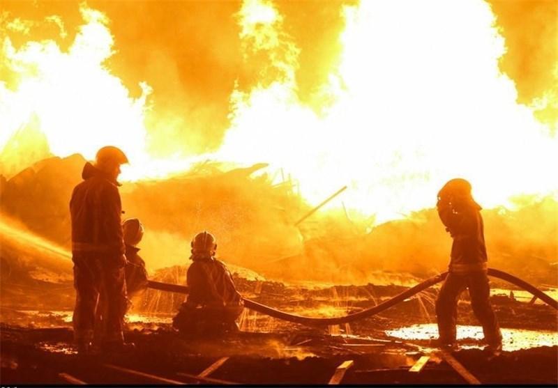 آتش سوزی کارگاه صنایع چوبی و منزل مسکونی در اراک صدمات جانی نداشت