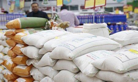 خبرنگاران کشتی حامل برنج هندی در بندر شهید رجایی پهلوگرفت