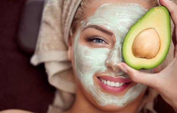 13 ماسک صورت برای درمان جای جوش که ارزش امتحان کردن دارند