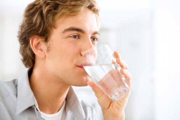 نوشیدن آب کافی موجب شادابی می گردد