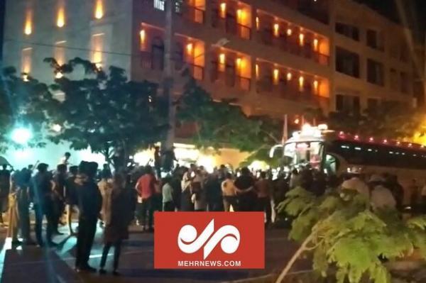 تجمع طرفداران پرسپولیس مقابل هتل این تیم در بوشهر
